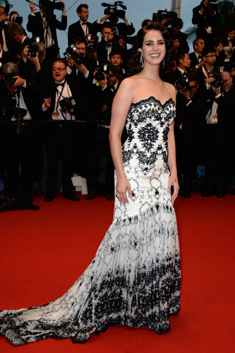 Lana Del Rey's black-and-white gown lent a '20s flair with its ornate pattern to her red carpet look. Chopard jewelry finished it off.