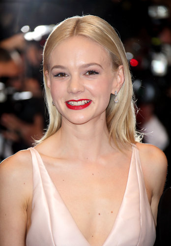Carey Mulligan wore her lob-length hair with a severe middle part for the premiere of The Great Gatsby and pumped up the simple style with a bold red lipstick.