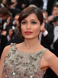 Freida Pinto went for Old Hollywood glamour at the Jeune & Jolie premiere wearing sultry sideswept bangs.