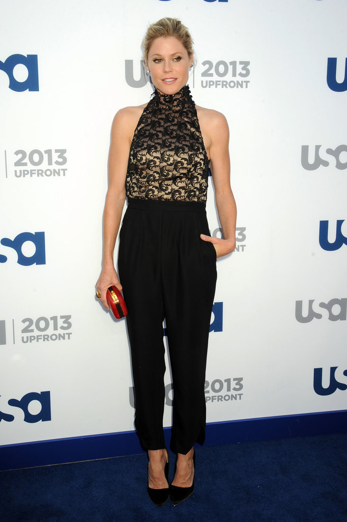 Julie Bowen wore black pants on the blue carpet.