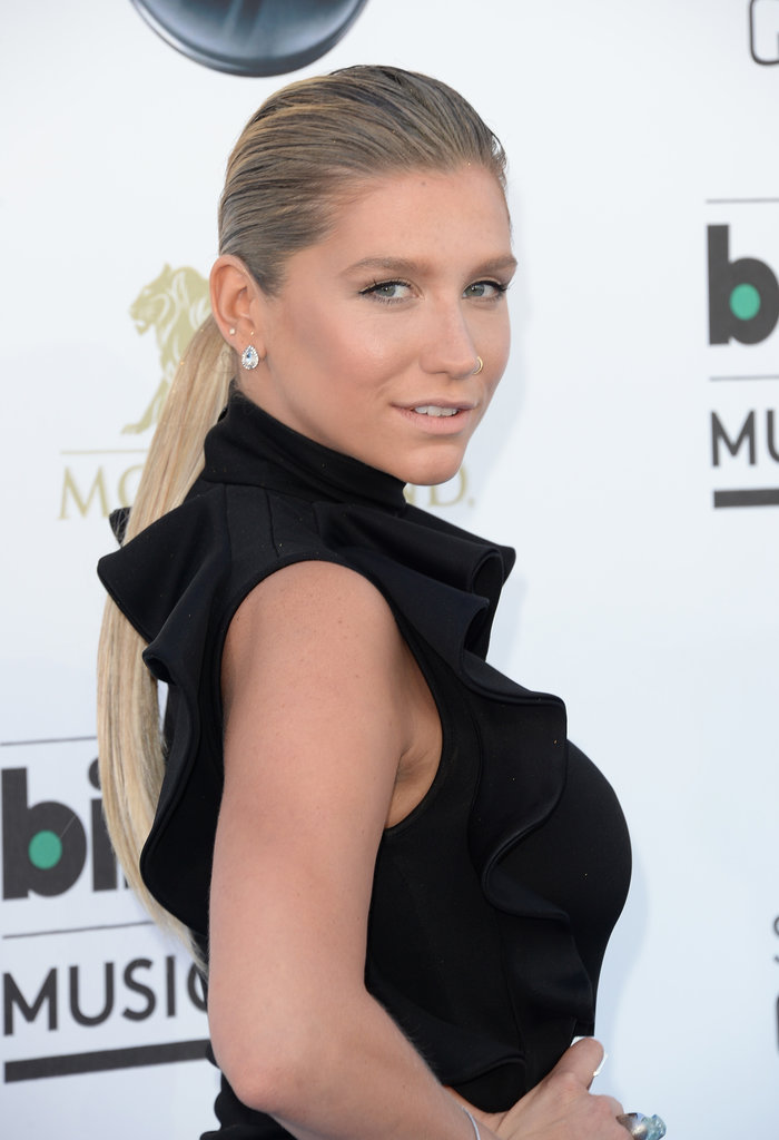 In a surprising twist, the usually extravagant Ke$ha opted for a minimalistic approach to her beauty routine. Barely there makeup and a sleek ponytail were a gorgeously modern pairing.