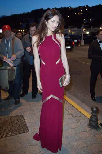 Olga Kurylenko's magenta gown featured fabulous sheer panels that took it from simple to simply dazzling at the Vanity Fair and Chanel dinner in Cannes.