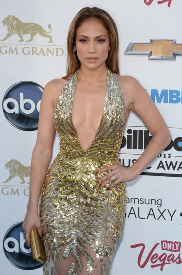 Sporting a sleek, shiny blowout and a glossy red eye shadow, Jennifer Lopez was every bit of sexy on the red carpet.