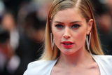 Doutzen Kroes wore a pair of geometric earrings.