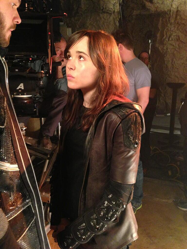 Ellen Page (aka Kitty Pryde) listened on the set. Source: Twitter user BryanSinger