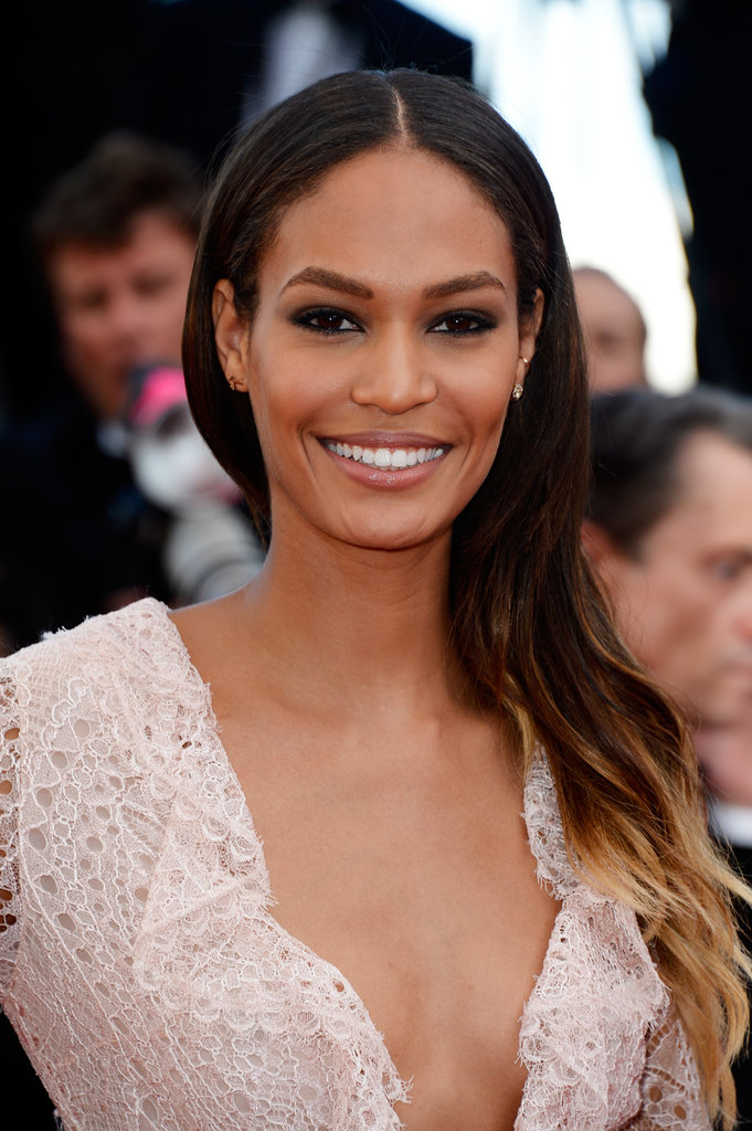 On the Cleopatra red carpet, model Joan Smalls wore her blond tips thrown over one shoulder, and her makeup consisted of bold brows and dark eyes.