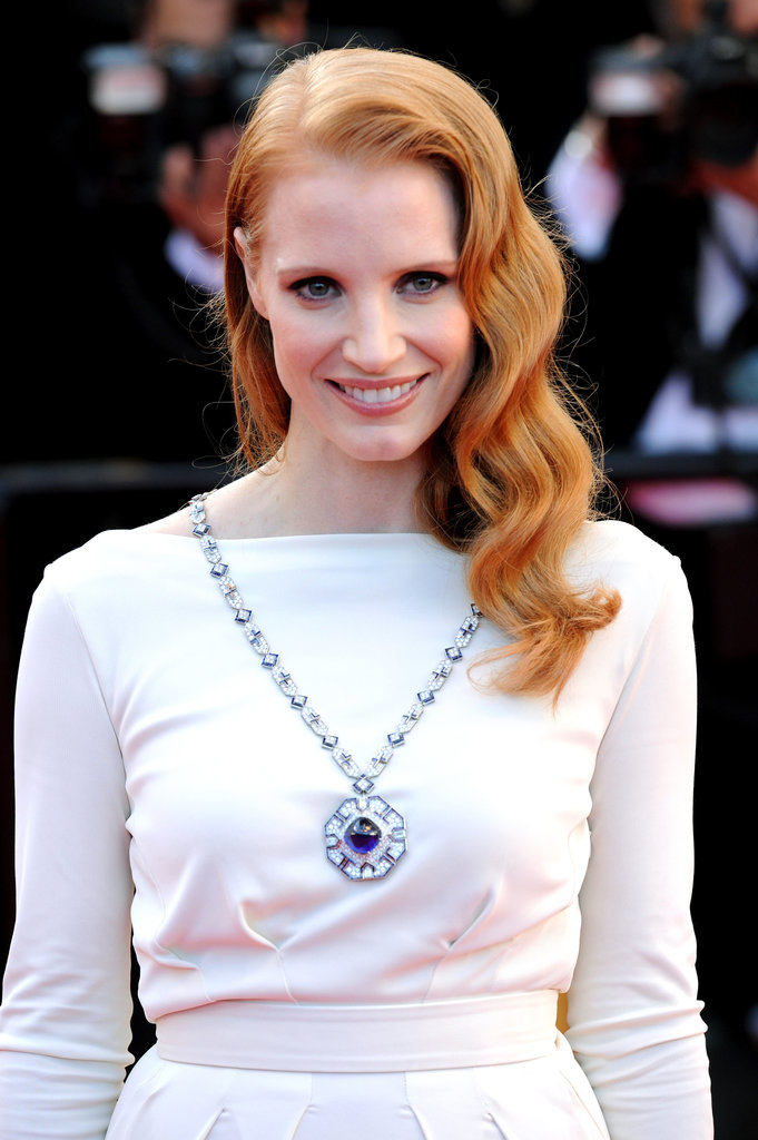 Jessica Chastain wore a pendant necklace from the Elizabeth Taylor Bulgari collection.