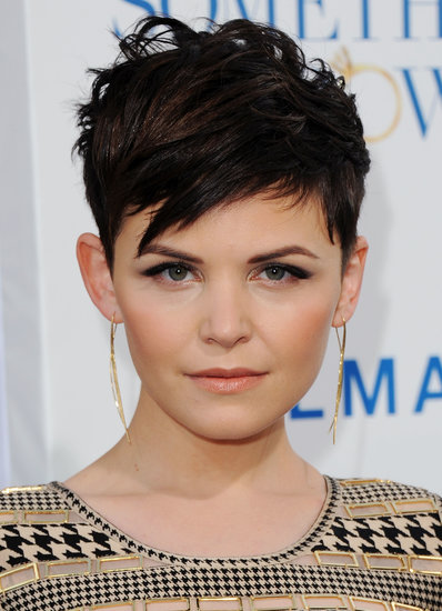 It is amazing how many ways Ginnifer has discovered to style her short pixie. For instance, at the Something Borrowed premiere, she went with a boyish, rock-star style.