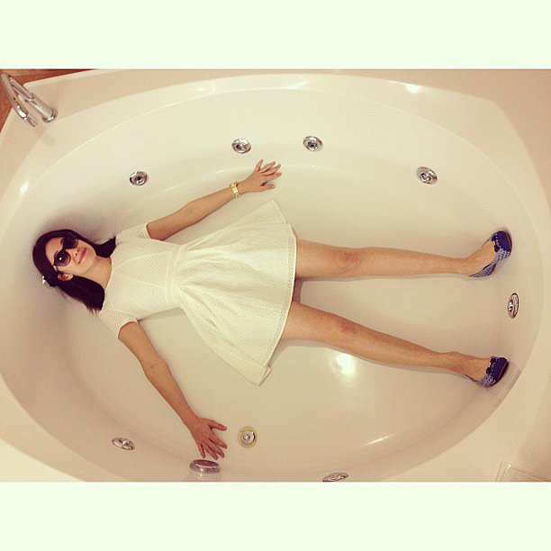 This photo of Emmy Rossum in her Las Vegas hotel room bathtub seriously had us in stitches. Source: Instagram user emmyrossum