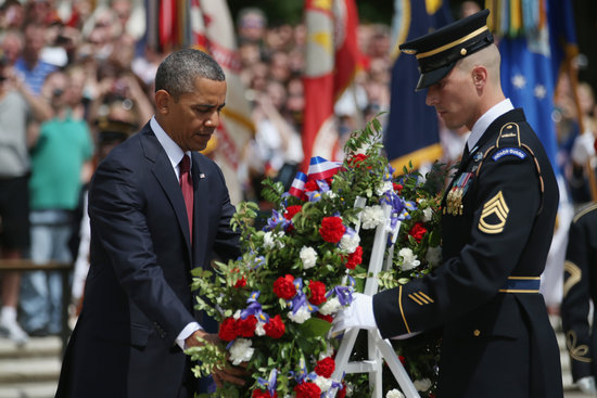 The president paid tribute to those who sacrificed their lives.