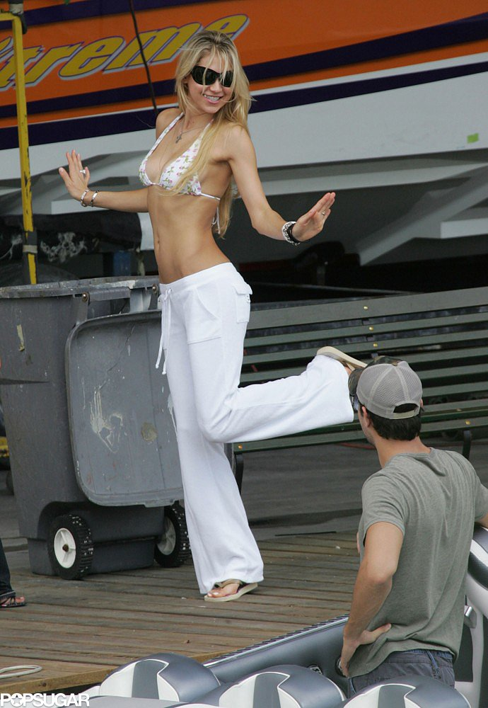 Anna Kournikova got playful during a Miami trip with Enrique Iglesias in October 2007.