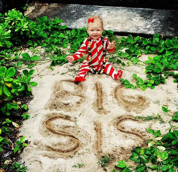 Jessica Simpson shared news of her second pregnancy with this snap from her Hawaiian holiday in December 2012.  Source: Twitter user JessicaSimpson