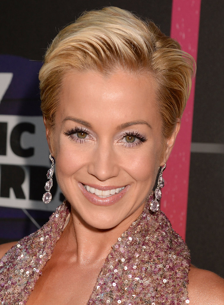 Kellie Pickler matched her glimmering gown with a pastel pink eye shadow, and her short hair was slicked back into an edgy style.