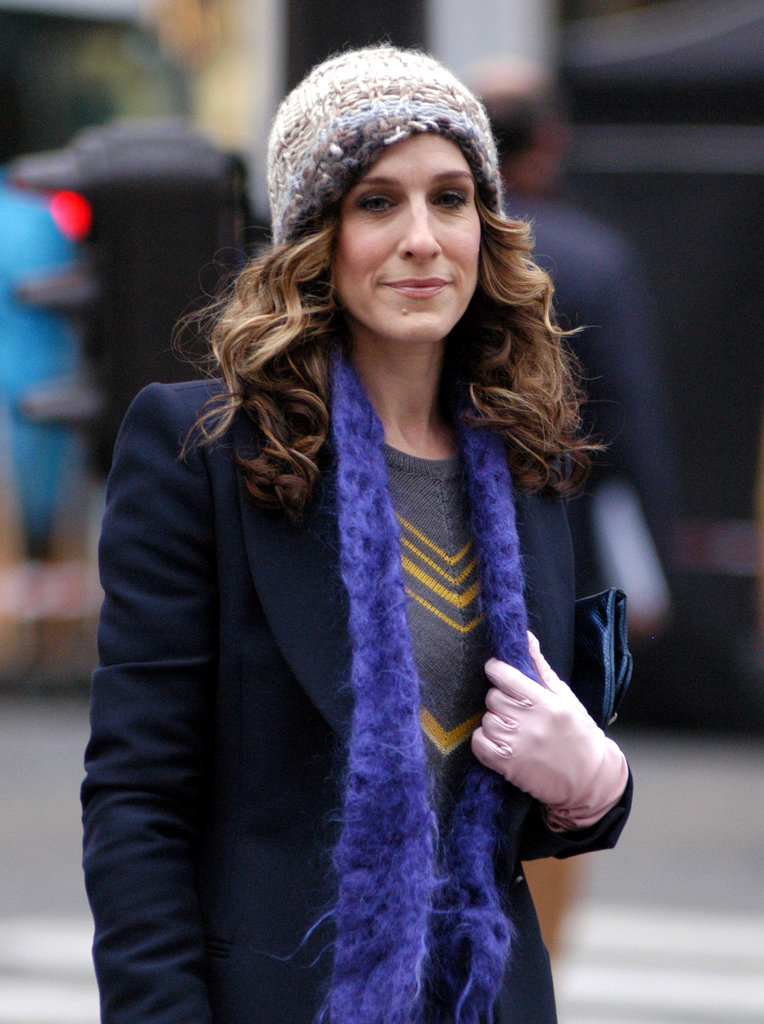 While in Paris in season six, Carrie tucks her curls under a cap, allowing her sexy smoky eye to shine.