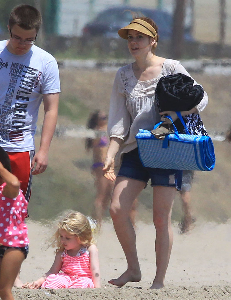 Amy Adams soaked up the sun on an LA beach with her daughter, Aviana.