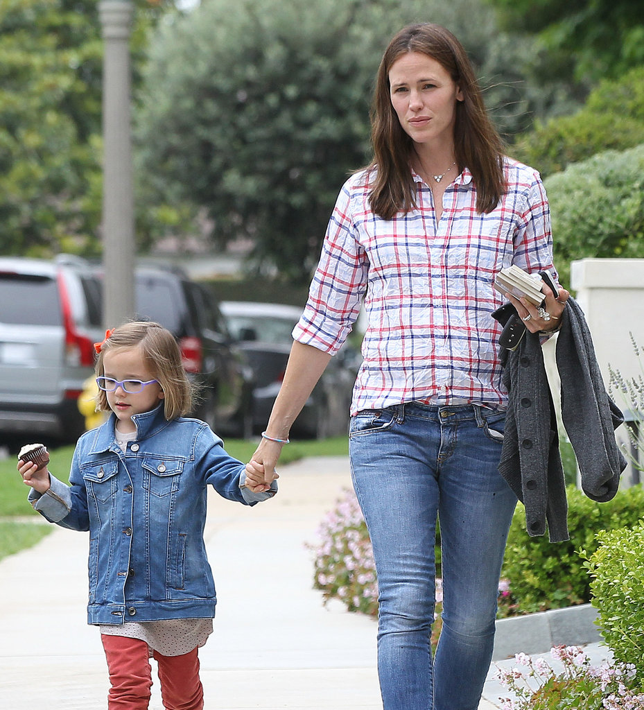 Jennifer Garner and her daughter Seraphina picked up a cupcake in LA.