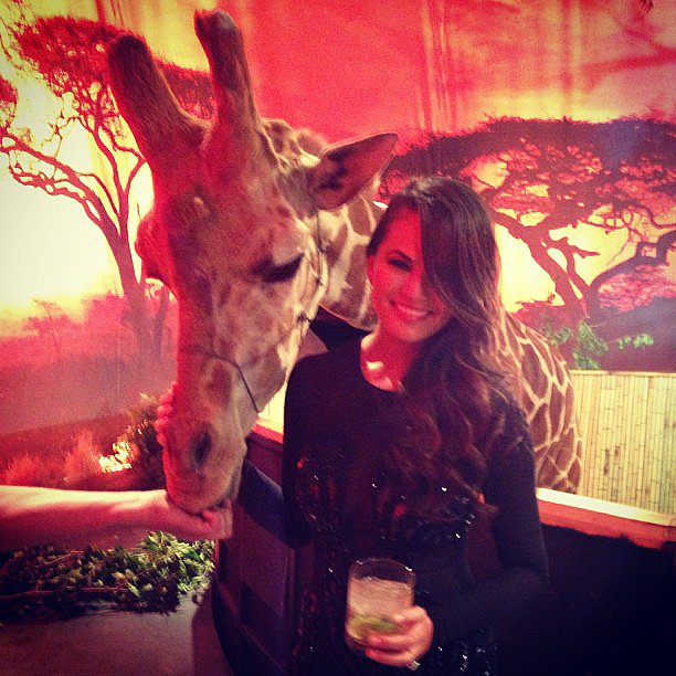 Chrissy Teigen made friends with a giraffe while hanging backstage at the Guys Choice Awards. Source: Instagram user chrissy_teigen