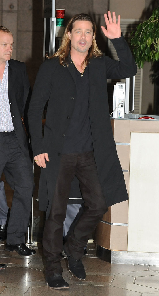 Brad Pitt waved as he left South Korea.