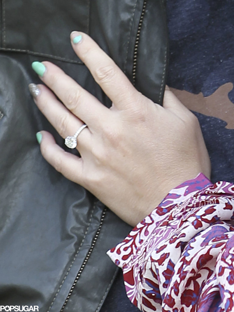 Jennifer Love Hewitt showed off her engagement ring.
