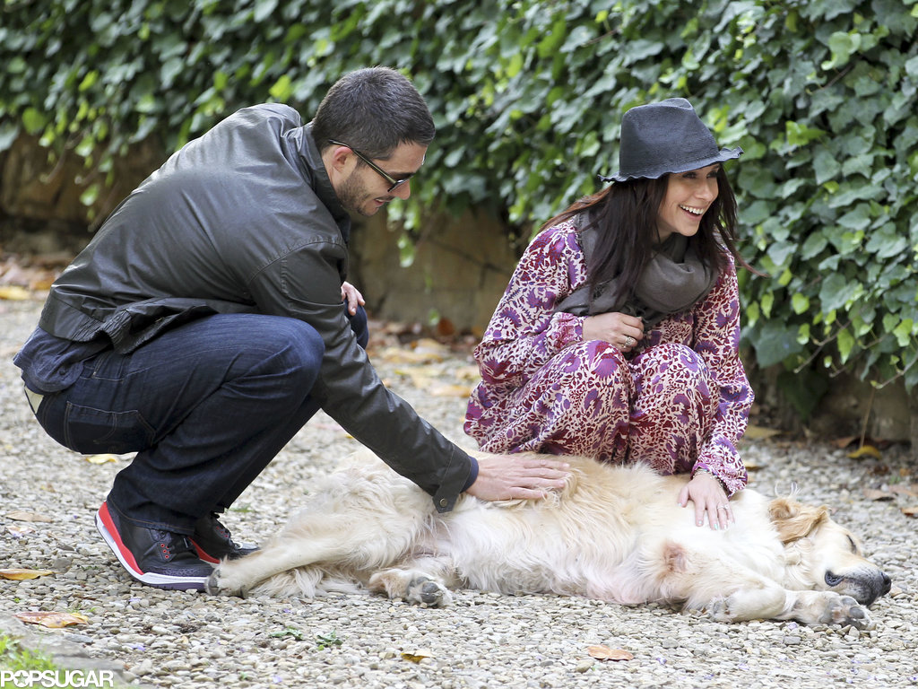 Jennifer Love Hewitt and Brian Hallisay rubbed a dog's belly in Florence, Italy.
