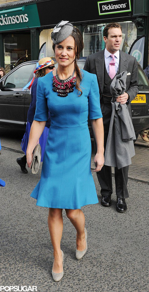 The knee-length shift Pippa picked in 2013 is more fashion forward than typical secretary fare, thanks to the flared bottom and major statement necklace. She smartly let the vivid hue take center stage by pairing it with nude pumps.
