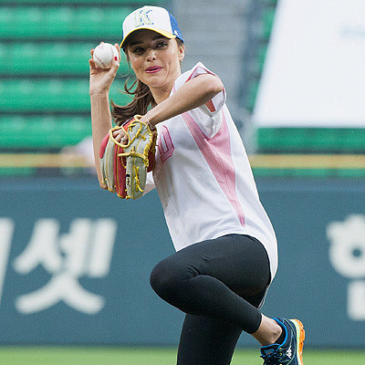 Celebrity Pictures: Miranda Kerr Throwing Baseball In Seoul