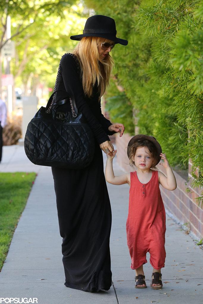 Rachel and Skyler Take a Break For a Shopping Trip