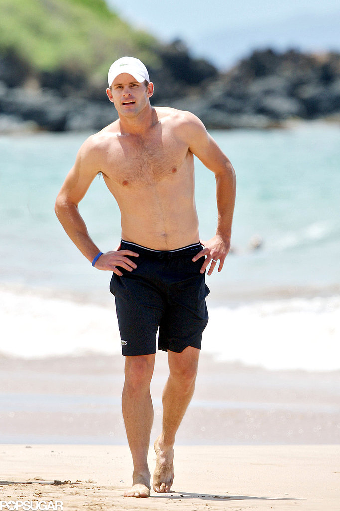 Tennis star Andy Roddick hit the sand in Maui in April 2010.