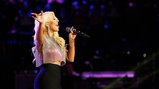 Video: Christina Aguilera Wows the Crowd With Her Hot New Body!