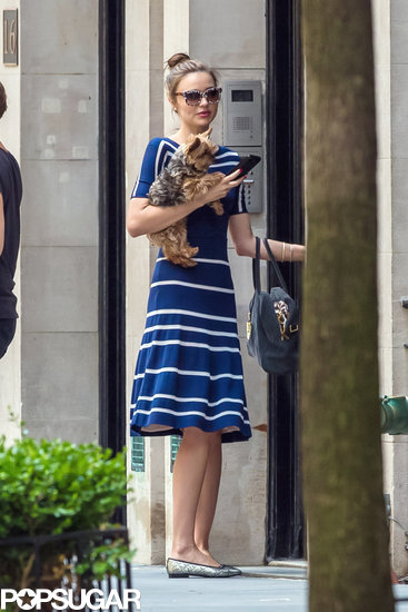 Miranda Kerr held her dog Frankie.