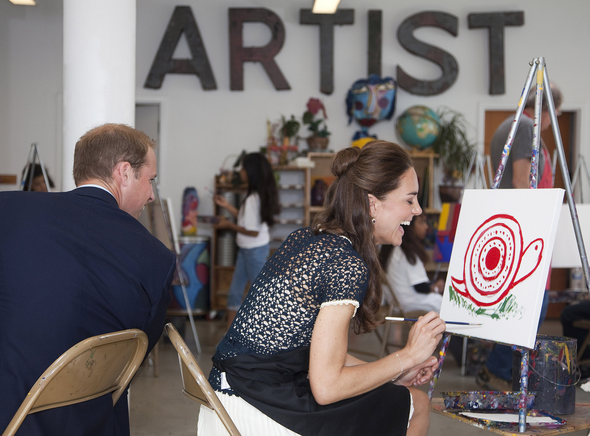 In July 2011, William and Kate visited an inner city art program in LA and joked about each other's paintings.