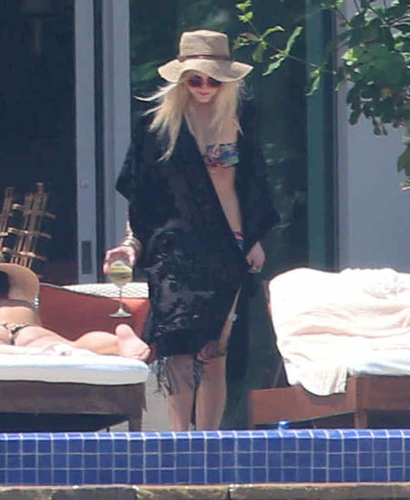 Ashlee Simpson covered up with a black shawl.