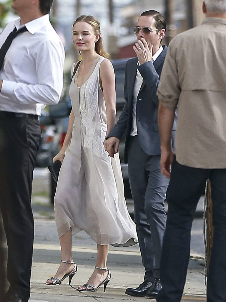 Kate Bosworth exuded effortless '20s glamour in a loose-fitting gray dress at Lake Bell's June nuptials. Easy, breezy, beautiful. You, too, can achieve this look with a flowy dress and ankle-strap sandals.
