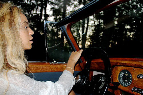 Beyoncé Knowles was captured driving a vintage car.  Source: Tumblr user Beyoncé