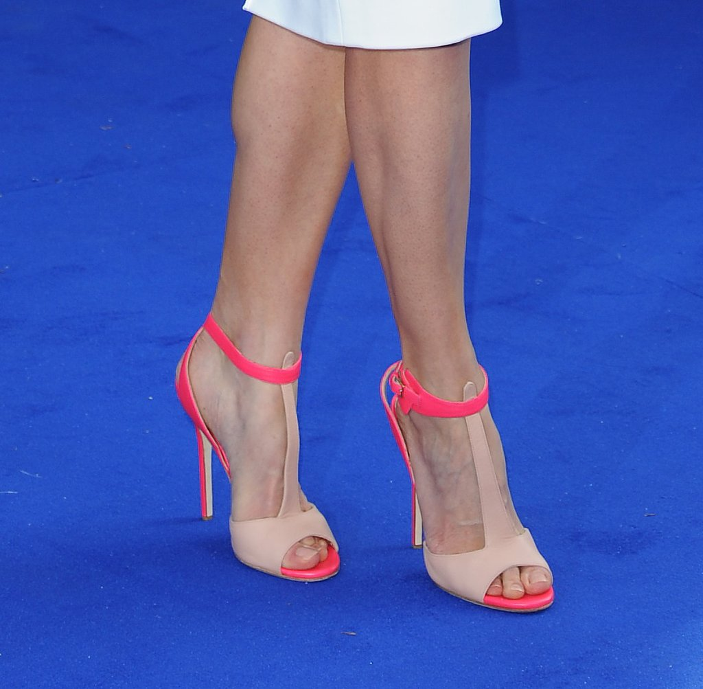 But it was her nude-and-neon-pink t-strap sandals that really stole the show on the blue carpet.