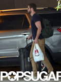 Liam Hemsworth helped carry Miley Cyrus's luggage.