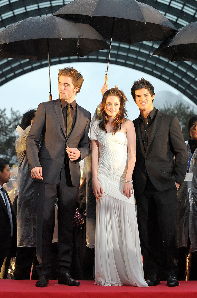 An ethereal, one-shoulder Herve Leroux gown was the look of choice for the Tokyo premiere of Twilight in February 2009.