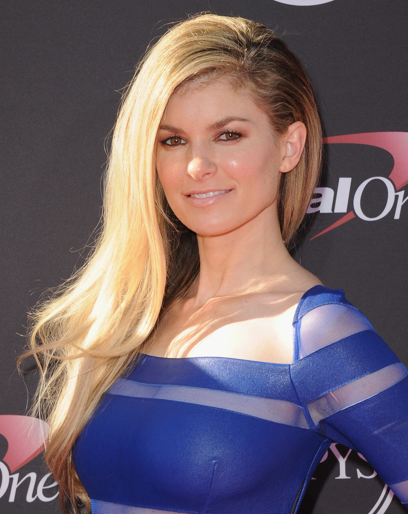 Marisa Miller wore her long blond hair straight and to the side for the ESPYs, and she went for a natural makeup look with bronzed lids.