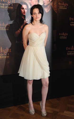 Stewart softened her promotional style, donning a whimsical J. Mendel creation for a New Moon photocall in Paris in November 2009.