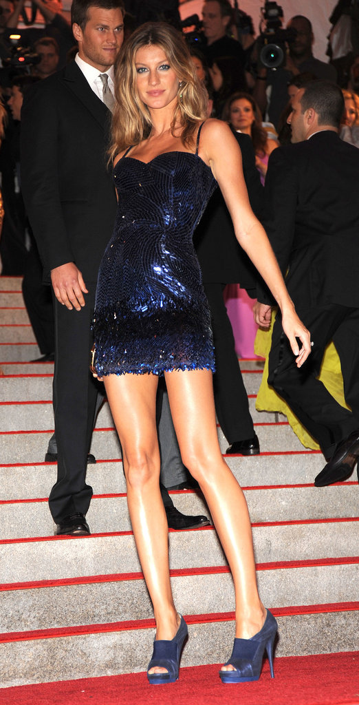 Gisele had us seeing stars at the 2009 Met Gala. While her midnight-blue Versace sparkler was dazzling in its own right, we couldn't stop starring at her perfectly toned, mile-long legs.