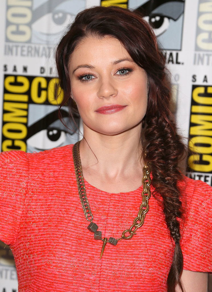 Emilie de Ravin's textured fishtail braid and apricot smoky eye made for an alluring pair.