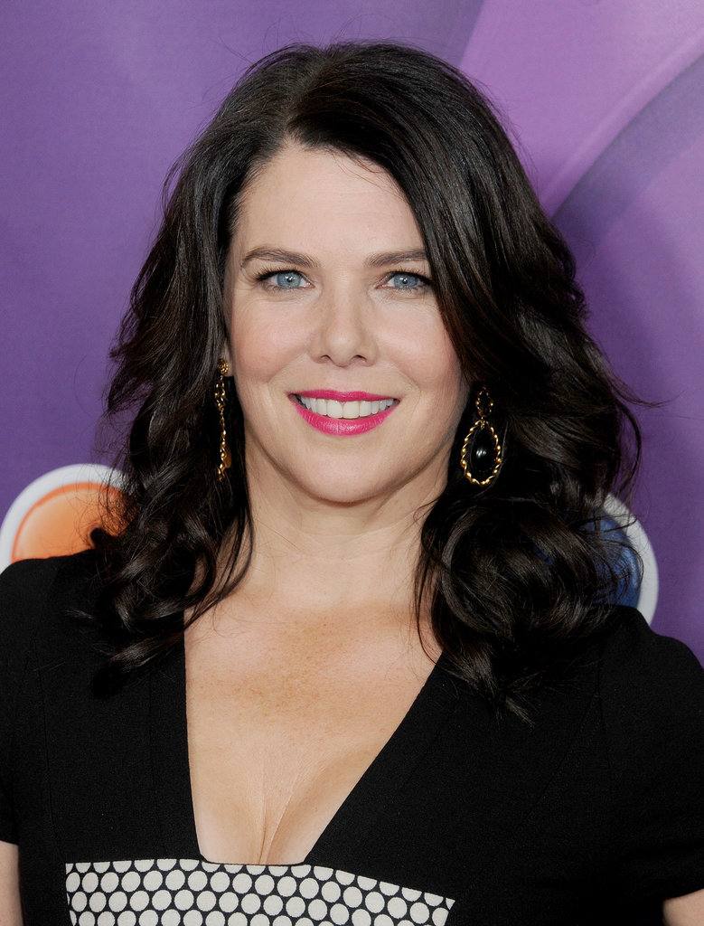 Lauren Graham created the perfect contrast with her jet-black hair and bright pink lipstick hue.