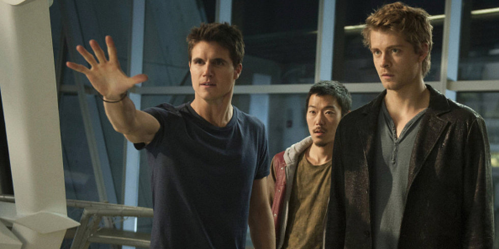 Why The Tomorrow People's Robbie Amell Doesn't Fight in Real Life Anymore
