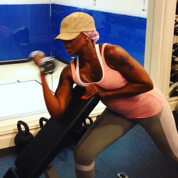 Mary J. Blige does not mess around when it comes to pumping iron! Source: Instagram user brooklynnblige