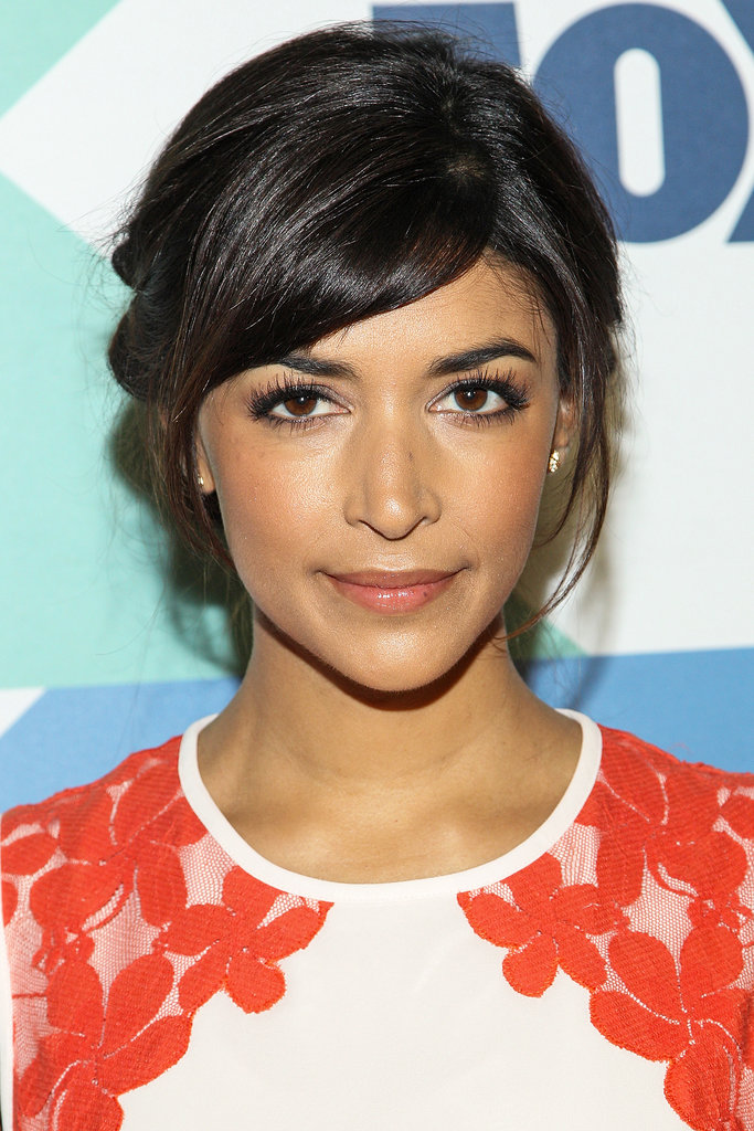 Zooey's costar Hannah Simone arrived to the event with a natural makeup look and her hair pulled back.