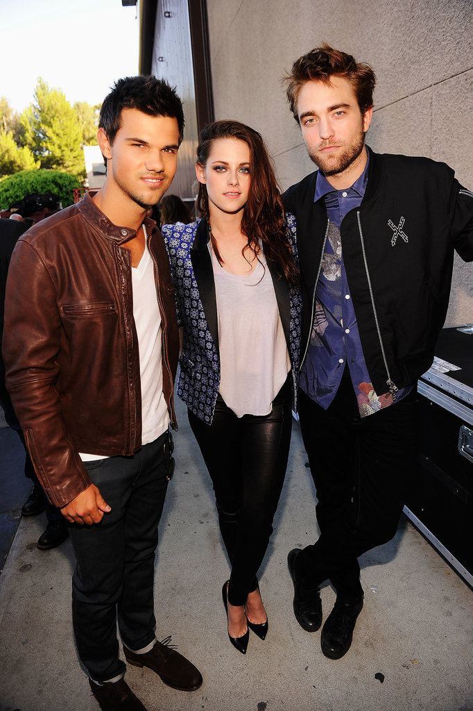 Robert Pattinson, Kristen Stewart, and Taylor Lautner shared a moment backstage at the 2012 Teen Choice Awards.