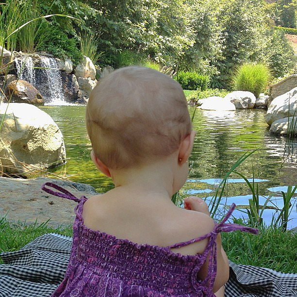 Gisele Bündchen took a picture of her daughter Vivian by the water. Source: Instagram user giseleofficial