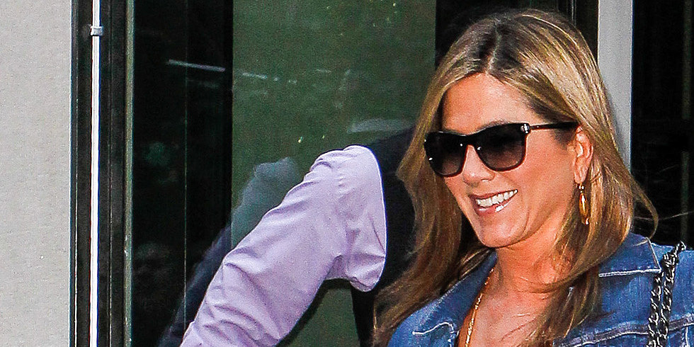 Jennifer Aniston Goes Makeup-Free Before a Big Apple Press Day With Emma and Jason