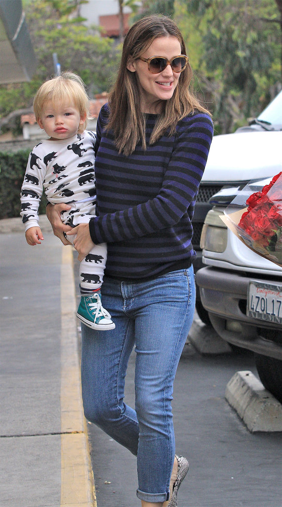 Jennifer Garner Breaks From Her Fake Baby Bump For Family Time