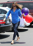 Jennifer Garner picked up a few balloons.